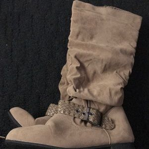 Faux suede beige slouched boots in 8.5